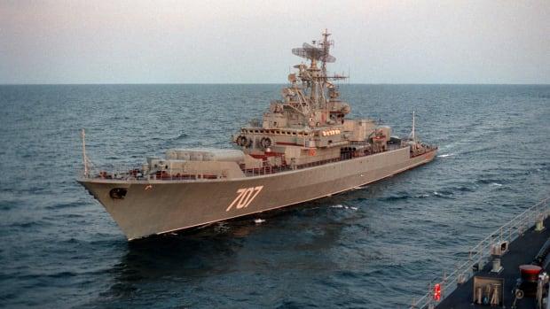 a-port-bow-view-of-the-russian-navy-krivak-i-class-frigate-bditelny-during-d27a85-1600