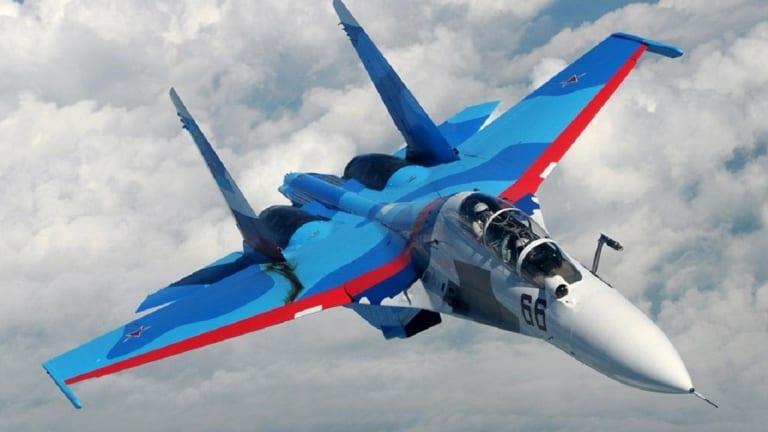 America's F-22 Stealth Fighter vs. Russia's Su-30SM: Who Wins?