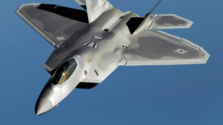 Why an F-22 Raptor Would Crush an F-35 in a 'Dogfight'