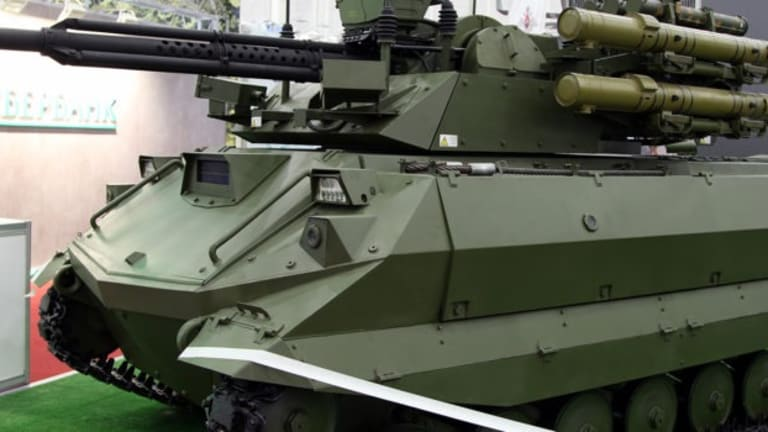 Russia Parades Attack War-Robots for the First Time