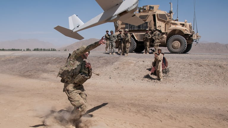 """Army Soldiers Use New """"Macbook""""-Sized Tablet to Operate Multiple-Small Drones"""