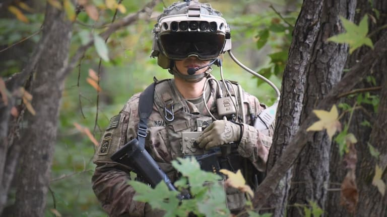 """Futuristic Army """"Augmented Reality"""" Goggles Change Attack Tactics"""