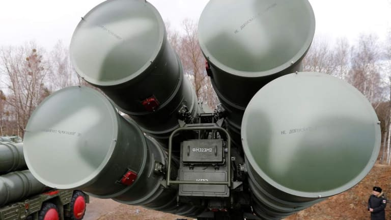 Why is Russia Putting its S-400 Air Defenses in the Arctic? What is the Threat?