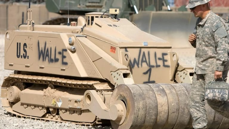Army Builds Ammo-Loading Robots For Armored War