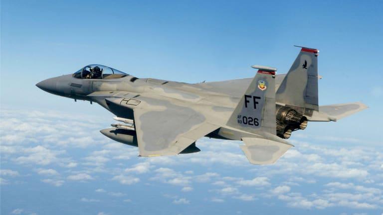 Russia's New Su-35 vs. America's F-15 Eagle:Which Plane Wins?