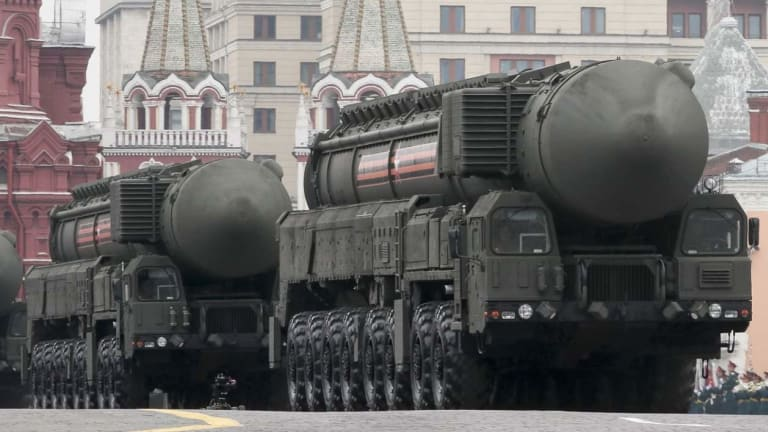 """Russia Has a Super-Fast """"Avangard"""" Hypersonic Missile"""