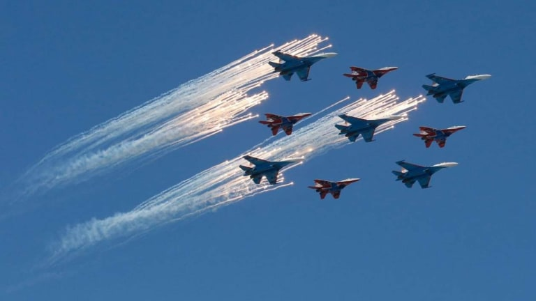 U.S. F-15 vs Russian Su-27...  Who Wins?