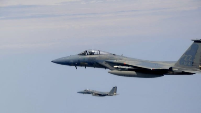 Who Would Win a 1989 Dogfight Between a Tomcat and an Eagle?