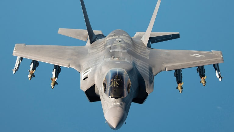 """How """"Hidden"""" F-35 Pilots use MADL to Destroy Enemy Jets & Dodge Dogfights"""