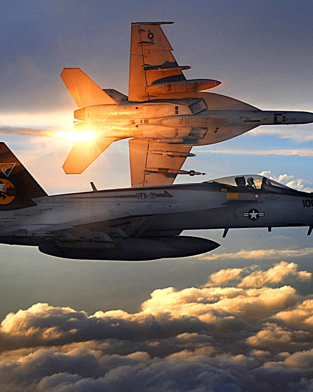 1920px-FA-18_Super_Hornets_of_Strike_Fighter_Squadron_31_fly_patrol,_Afghanistan,_December_15,_2008