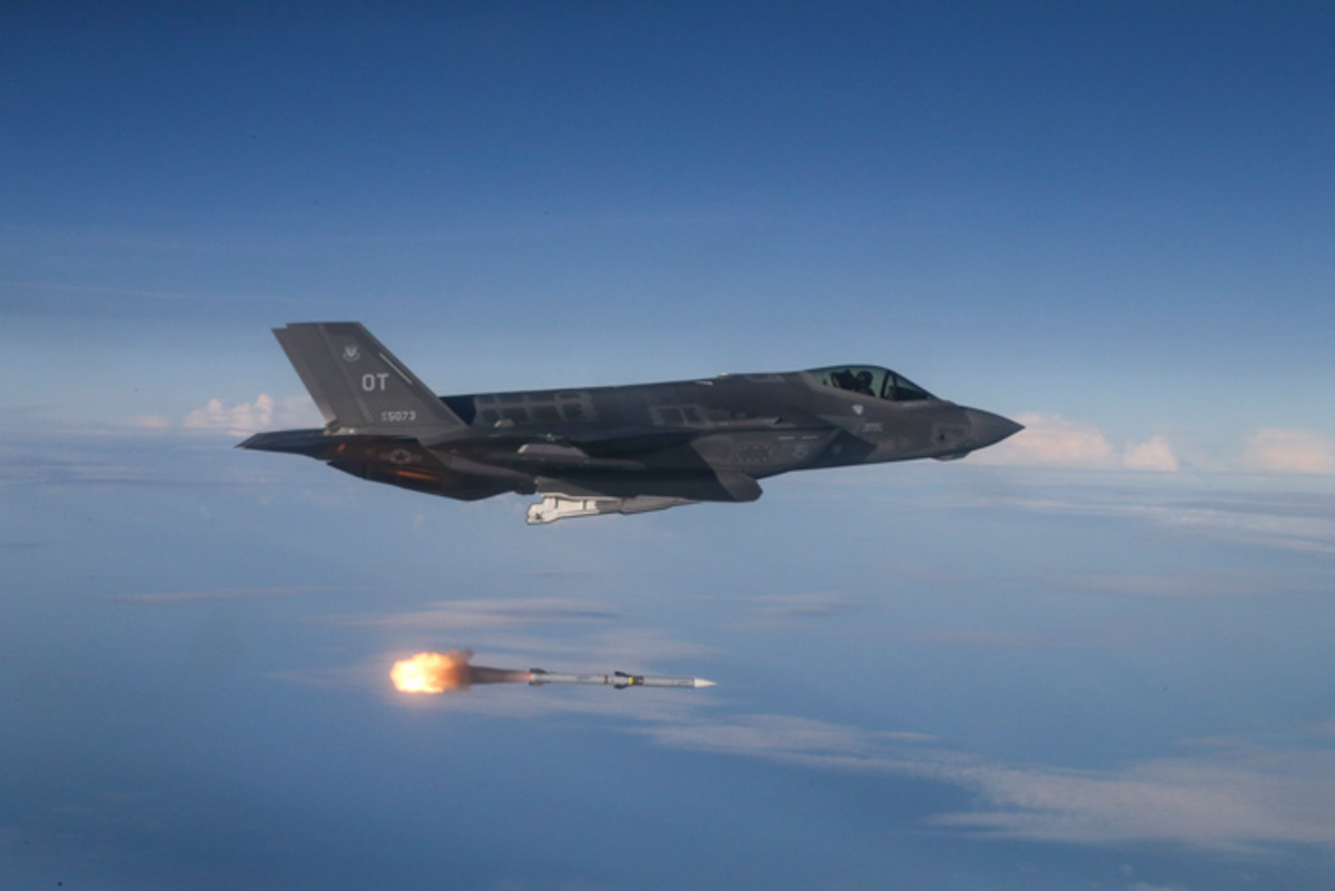 AMRAAM AIM-9X SIDEWINDER