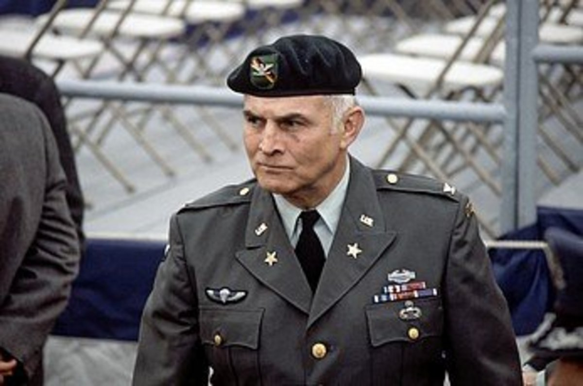 COL Charlie Beckwith