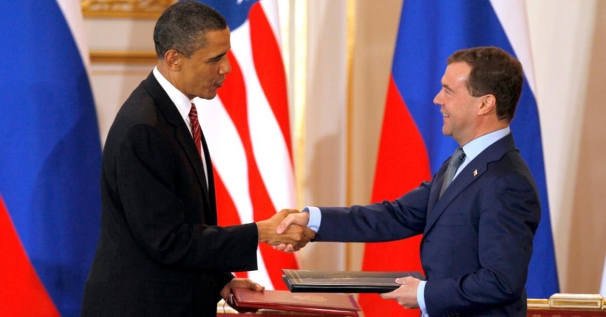 U.S. President Barack Obama and Russian President Dmitry Medvedev exchange the signed new Strategic Arms Reduction Treaty (START II) in Prague, April 8, 2010